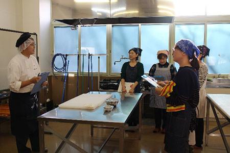 清水高校で食品実習~タルトタタン作りに挑戦~