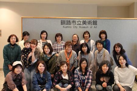 釧路市立美術館で集合写真.JPG