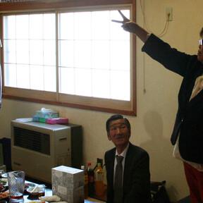 6杉山女性部長とジャンケン大会2.jpg