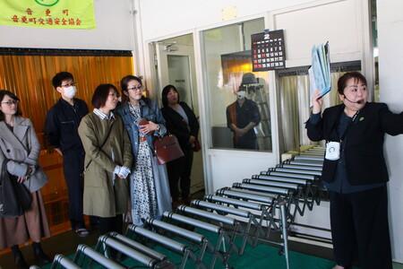 5 ベルトコンベアで新聞が外まで運ばれて来ます.JPG